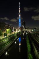 柳島歩道橋より望む「粋」にライトアップした東京スカイツリー