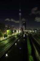 柳島歩道橋より望む一時的に消灯した東京スカイツリー