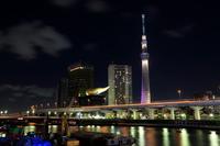 駒形橋より望む「雅」にライトアップした東京スカイツリー