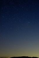 夜明け前のパンスターズ彗星 10499000025| 写真素材・ストックフォト・画像・イラスト素材|アマナイメージズ
