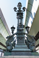 日本橋・中央の彫刻