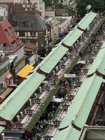 浅草 仲見世通りの俯瞰 10511004483| 写真素材・ストックフォト・画像・イラスト素材|アマナイメージズ