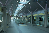ゆりかもめ汐留駅構内 10521002421| 写真素材・ストックフォト・画像・イラスト素材|アマナイメージズ