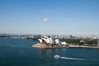 オペラハウスとシドニー湾のフェリーボート