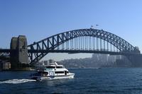 シドニー湾のハーバーブリッジ 10530003181| 写真素材・ストックフォト・画像・イラスト素材|アマナイメージズ