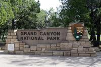 グランドキャニオン国立公園の南エントランスの標識