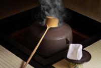 茶室に炉釜の湯気