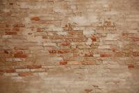 古い教会のレンガ外壁 10534000101| 写真素材・ストックフォト・画像・イラスト素材|アマナイメージズ