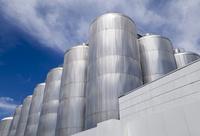 立ち並ぶビール発酵熟成タンク
