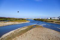 神通川,河川敷と中洲 10583008059| 写真素材・ストックフォト・画像・イラスト素材|アマナイメージズ