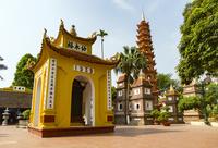 鎮国寺,仏塔と墓塔