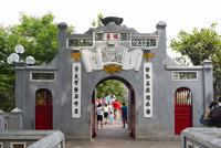 玉山祠,硯が載った門