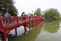 ホアンキエム湖,フー・テック橋(旭棲橋)
