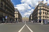 パリ オペラ通りとオペラ座(ガルニエ宮) 10583008967| 写真素材・ストックフォト・画像・イラスト素材|アマナイメージズ