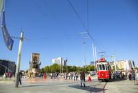 タクシム広場と赤いトラム