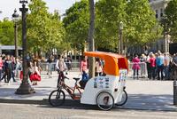 シャンゼリゼ通り 自転車タクシー