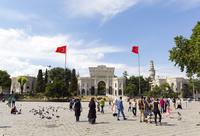 バヤズィト広場、イスタンブール大学