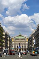 オペラ通りから望むオペラ座ガルニエ宮