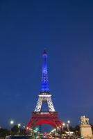 フランス国旗色のエッフェル塔