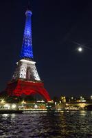 エッフェル塔と月光