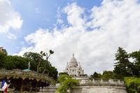 サクレ・クール寺院と初夏の空