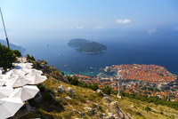スルジ山から望む旧市街とロクルム島