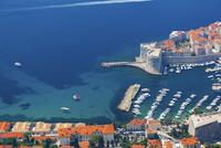 スルジ山から望むイヴァン要塞と旧港の入り江