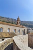 城壁と聖セバスチャン教会