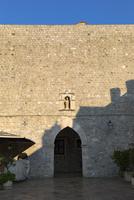 ルジャ広場へ向かう外壁の門