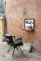 ベトナム、屋外理髪店 10583009613| 写真素材・ストックフォト・画像・イラスト素材|アマナイメージズ