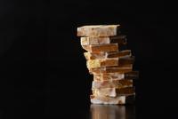 積み上げたレモンクリームパウンドケーキ