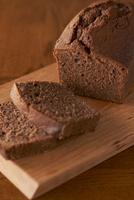 切ったチョコのパウンドケーキ