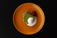 皿盛りの抹茶パウンドケーキ