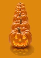 縦に並ぶハロウィンのかぼちゃのおばけ