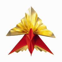 金と赤の折り紙でつくったクジャク鶴