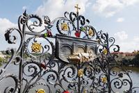カレル橋の聖ヤン・ネポムツキーのレリーフ プラハ チェコ