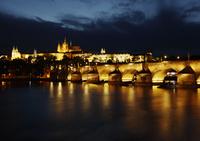 カレル橋とプラハ城の夜景 プラハ チェコ共和国