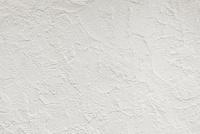 白い漆喰の壁