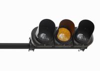 黄色の灯る信号機 10610003659| 写真素材・ストックフォト・画像・イラスト素材|アマナイメージズ