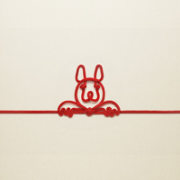 赤い紐でつくった犬(戌)のイメージ 10610003805| 写真素材・ストックフォト・画像・イラスト素材|アマナイメージズ