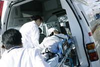 救急対応する医療スタッフ
