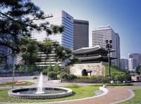 南大門とソウルの街並み