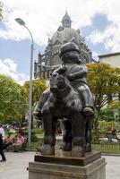 メデジンのポテロ広場の銅像 10616007082| 写真素材・ストックフォト・画像・イラスト素材|アマナイメージズ