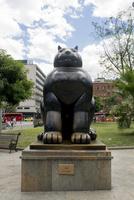 メデジンのポテロ広場の銅像