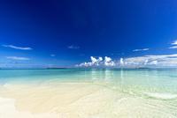 ロック・アイランドのサンゴ礁の海 10616007753| 写真素材・ストックフォト・画像・イラスト素材|アマナイメージズ