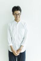 日本人男性のポートレート 10622000881| 写真素材・ストックフォト・画像・イラスト素材|アマナイメージズ