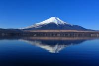 山中湖と逆さ富士 10630008196  写真素材・ストックフォト・画像・イラスト素材 アマナイメージズ