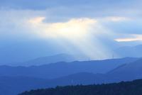 光をあびる足柄連山