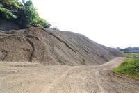 産業用の砂利山