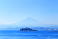 秋の富士山と江の島